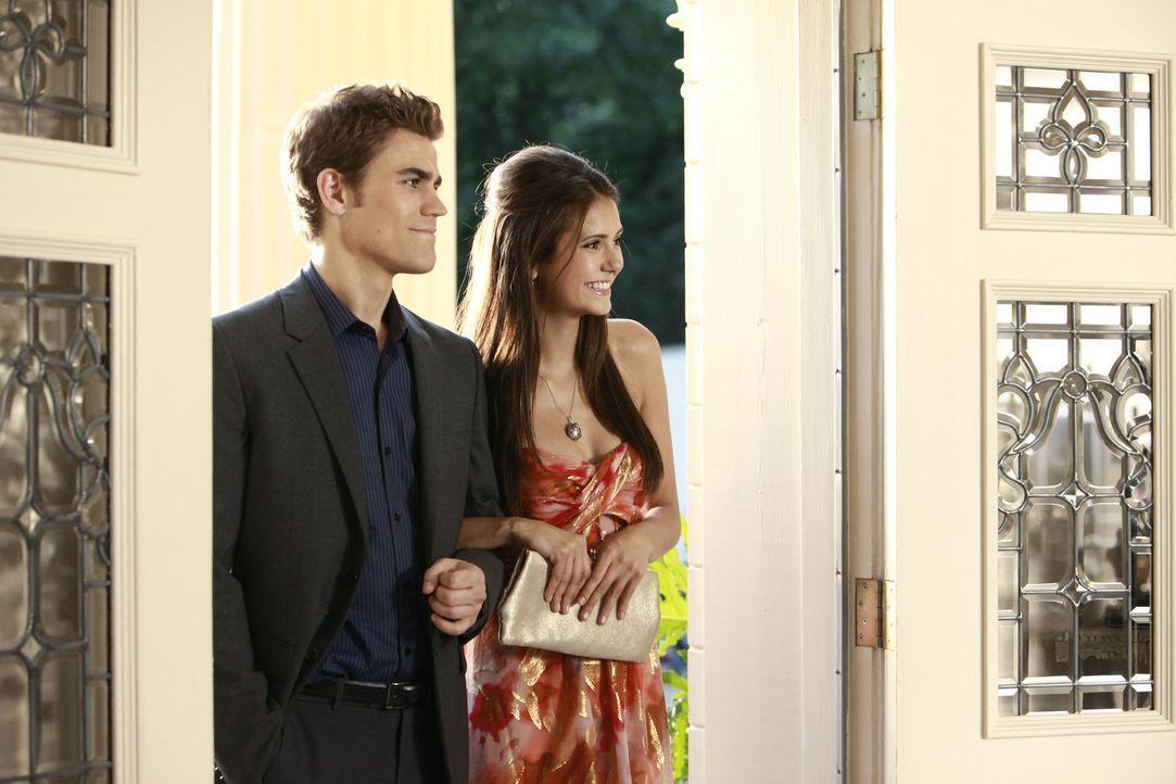 Das Gründerfest kann nun doch stattfinden. Stefan (Paul Wesley, l.) holt seine Begleiterin Elena (Nina Dobrev, r.) ab. - Bildquelle: Warner Bros.