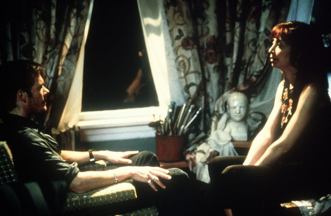 Ein gefährliches Spiel: Eine einfache Hypnose der esoterisch veranlagten Lisa (Illeana Douglas, r.) verändert das Leben des ungläubigen Tom (Kevi... - Bildquelle: 20th Century Fox