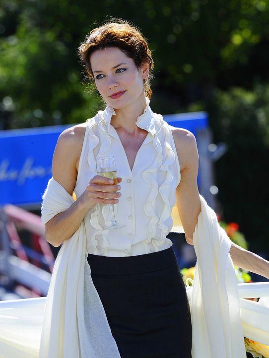 Während der Hochzeit ihrer kleinen Schwester, wird Shea (Gina Holden) deutlich, dass es in ihrer eigenen Ehe gewaltig kriselt ... - Bildquelle: 2009 CBS Studios Inc. All Rights Reserved.