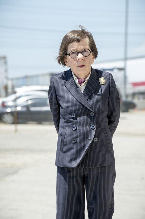 Hetty (Linda Hunt) ist beunruhigt, als sich Callen abkapselt und ohne sein Team arbeitet ... - Bildquelle: Neil Jacobs 2015 CBS Broadcasting, Inc. All Rights Reserved.