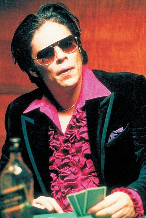 Der begnadete Diamantenräuber Franky Four Fingers (Benicio Del Toro) hat nur eine Schwäche: Immer lässt er sich mit Leuten ein, die ihn um seine... - Bildquelle: 2003 Sony Pictures Television International. All Rights Reserved.