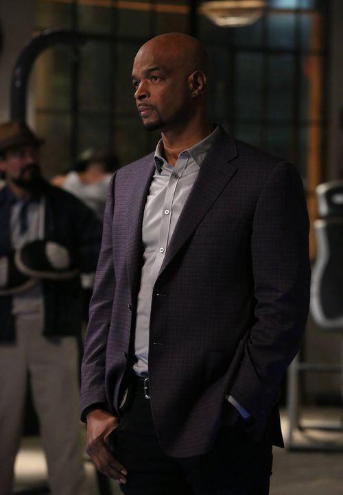 Wird während der Ermittlungen etwas melancholisch, da er selbst in einer längst vergangenen Zeit einmal ein aufstrebender Star-Quarterback war: Murt... - Bildquelle: 2016 Warner Brothers