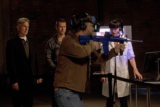 Versuchen, einen Fall zu lösen: Gibbs (Mark Harmon, l.), Marine Sergeant Evan...