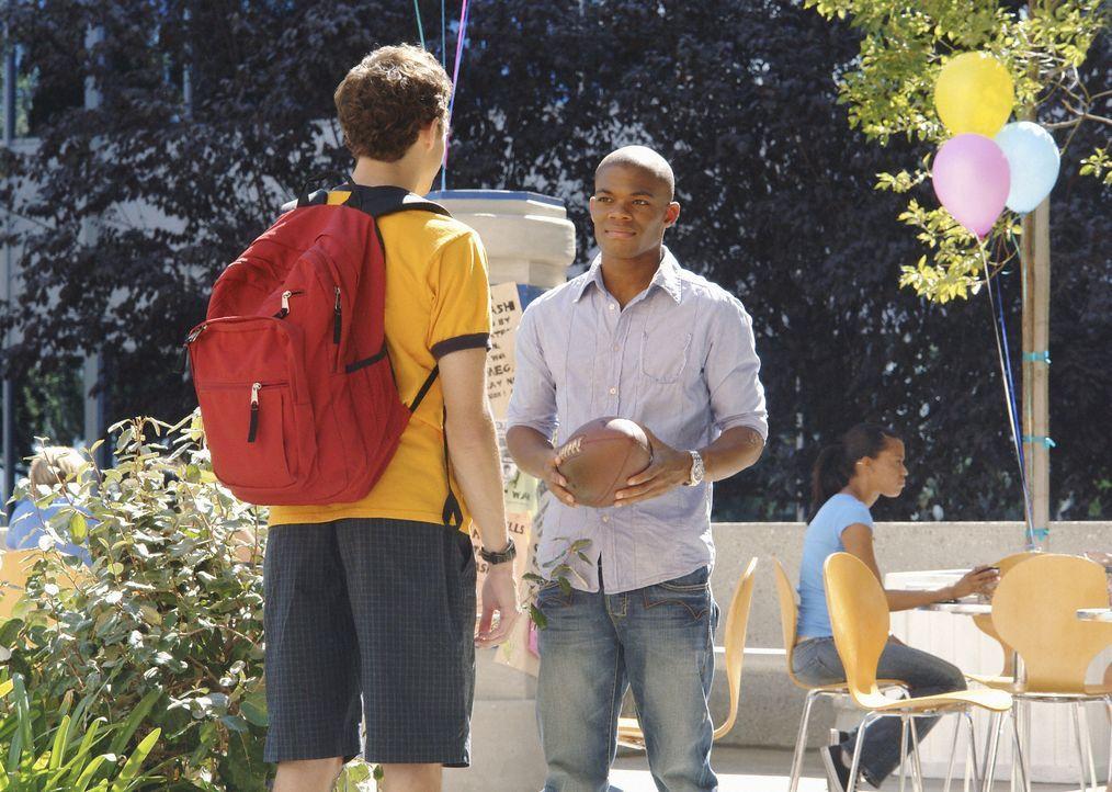 Suchen Füchse für ihre Verbindungen: Calvin (Paul James, r.) und Rusty (Jacob Zachar, l.) ... - Bildquelle: 2008 ABC Family