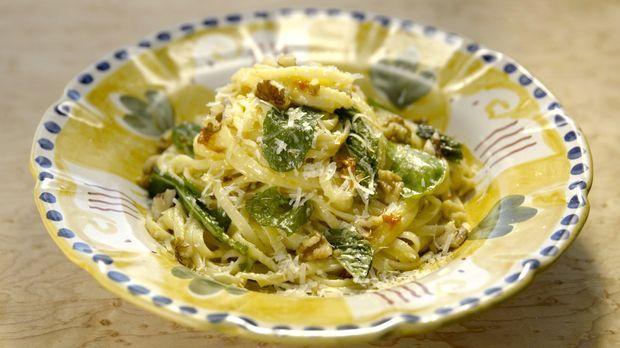 Italien und eine gute Pasta gehören einfach zusammen. Das findet auch Giada u...