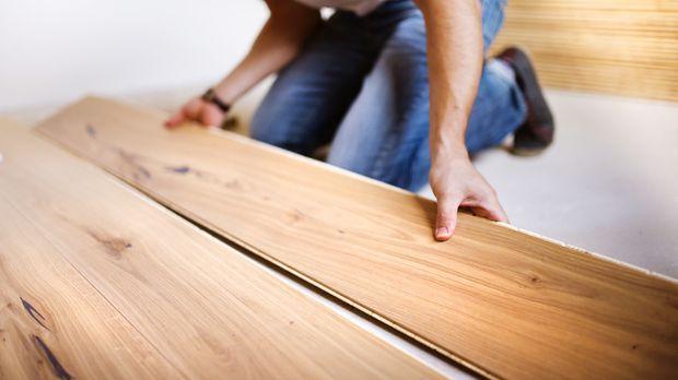video laminat verlegen tipps vom profi sat 1 ratgeber. Black Bedroom Furniture Sets. Home Design Ideas