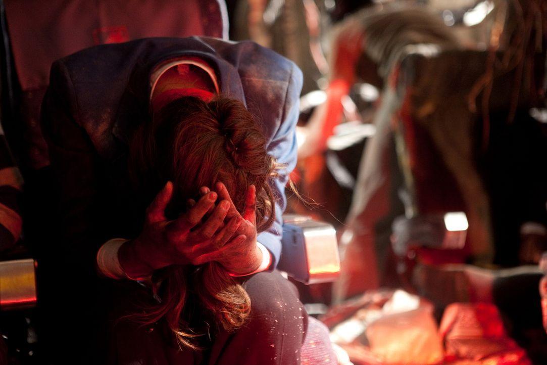 Als einziges Crewmitglied des Fluges 1363 überlebt Stewerdess Sonia Hartwick (Shauna Bradley) den Absturz der Air Ontario-Maschine. Kurz nachdem die... - Bildquelle: Darren Goldstein Cineflix 2009