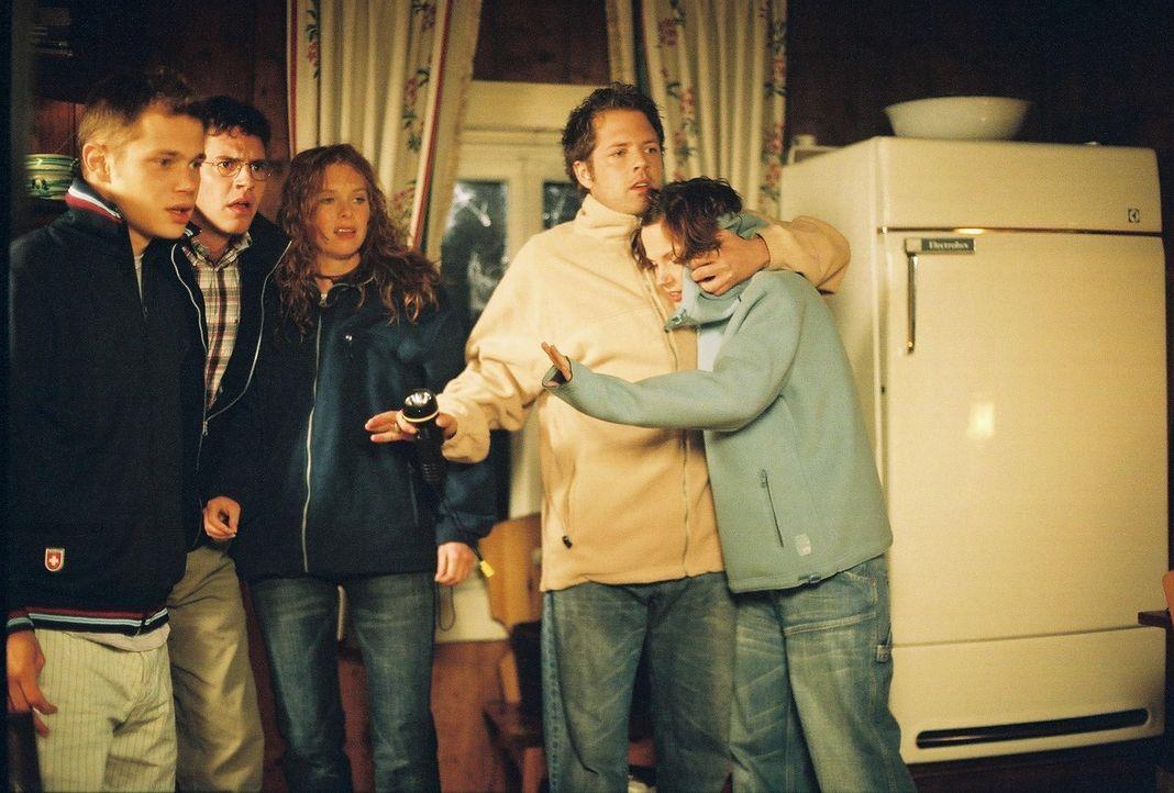 Als die fünf Studenten (v.l.n.r.) Stefan (Antonio Wannek), Frank (Manuel Witting), Maike (Christina Henny Reents), Niels (Nils Julius) und Toni (Mar... - Bildquelle: Bernhard Berger ProSieben