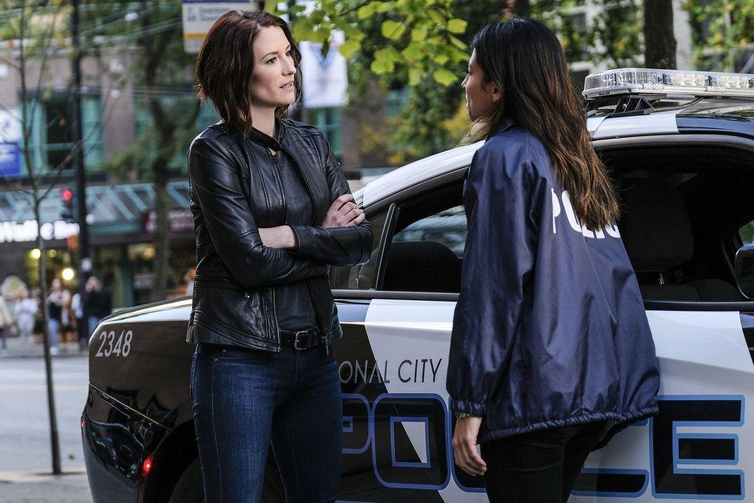 Bei der Zusammenarbeit mit Maggie (Floriana Lima, r.), die wieder Single ist, wird Alex (Chyler Leigh, l.) plötzlich etwas klar, was sie niemals für... - Bildquelle: 2016 Warner Bros. Entertainment, Inc.