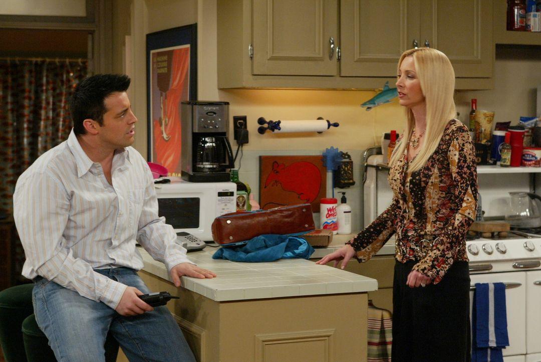 Joey (Matt LeBlanc, l.) glaubt einen Ruf aus dem Jenseits zu erhalten, doch Phoebe (Lisa Kudrow, r.) hat eine simple Erklärung dafür ... - Bildquelle: 2003 Warner Brothers International Television