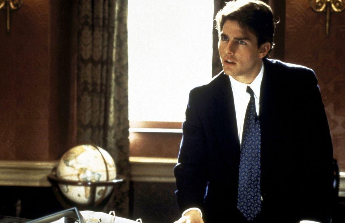 Jung, ehrgeizig und voller Ideale: Mitch McDerre (Tom Cruise) geht ganz in seiner Arbeit für die Kanzlei auf. Doch eines Tages stößt er auf die S... - Bildquelle: Paramount Pictures