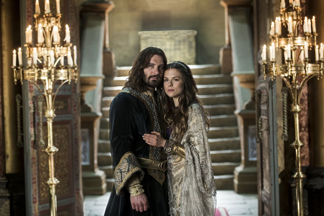 Schmieden gemeinsame Pläne: Rollo (Clive Standen, l.) und Prinzessin Gisla (Morgane Polanski, r.) ... - Bildquelle: 2016 TM PRODUCTIONS LIMITED / T5 VIKINGS III PRODUCTIONS INC. ALL RIGHTS RESERVED.