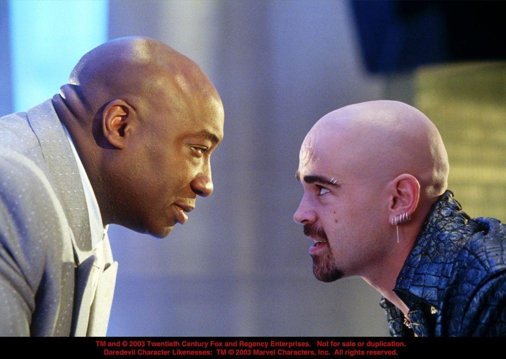 Als dem Gangsterboss Kingpin (Michael Clarke Duncan, l.) klar wird, dass sich Daredevil an seine Fersen geheftet hat, heuert er den irischen Killer... - Bildquelle: 20th Century Fox