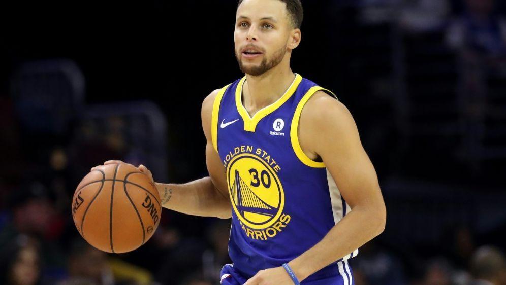 Curry knickte im Spiel bei den New Orleans Pelicans um - Bildquelle: GETTYAFPSIDRob Carr