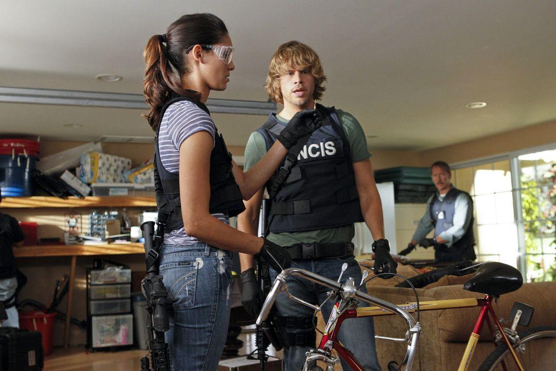Bei den Ermittlungen: Kensi (Daniela Ruah, l.) und Deeks (Eric Christian Olsen, r.) ... - Bildquelle: CBS Studios Inc. All Rights Reserved.
