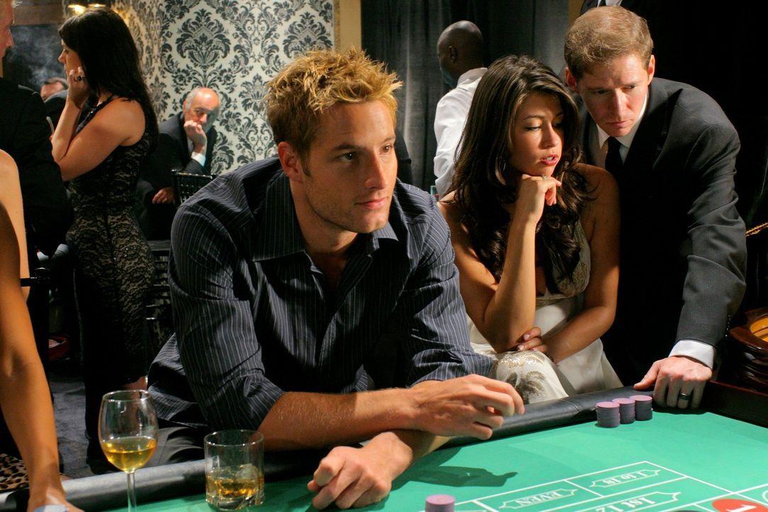 Während Oliver (Justin Hartley) mit spielen beschäftigt ist, streitet Lois mit Clark, weil er ihr nichts von dem Selbstmordversuch erzählt hat ... - Bildquelle: Warner Bros.