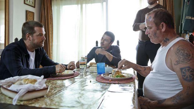 Callen (Chris O'Donnell, l.) befindet sich auf einer Undercover-Mission: Er s...