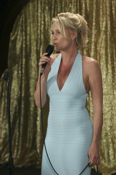 Auf Julies Geburttagsparty reißt Edie (Nicolette Sheridan) die Aufmerksamkeit auf sich ... - Bildquelle: Touchstone Pictures