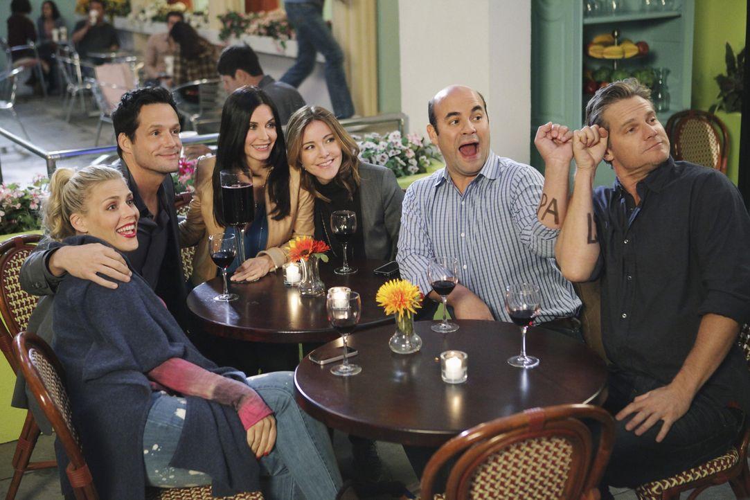 Verbringen gern Zeit miteinander: (v.l.n.r.) Laurie (Busy Philipps), Grayson (Josh Hopkins), Jules (Courteney Cox), Ellie (Christa Miller), Andy (Ia... - Bildquelle: 2010 ABC INC.