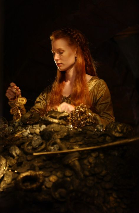 Prinzessin Kriemhild (Alicia Witt) ist vom unermesslichen Schatz der Nibelungen geblendet. - Bildquelle: Sat.1/© 2004 Tandem Communications/VIP Medienfonds 2&3 TANDEM PRODUCTIONS