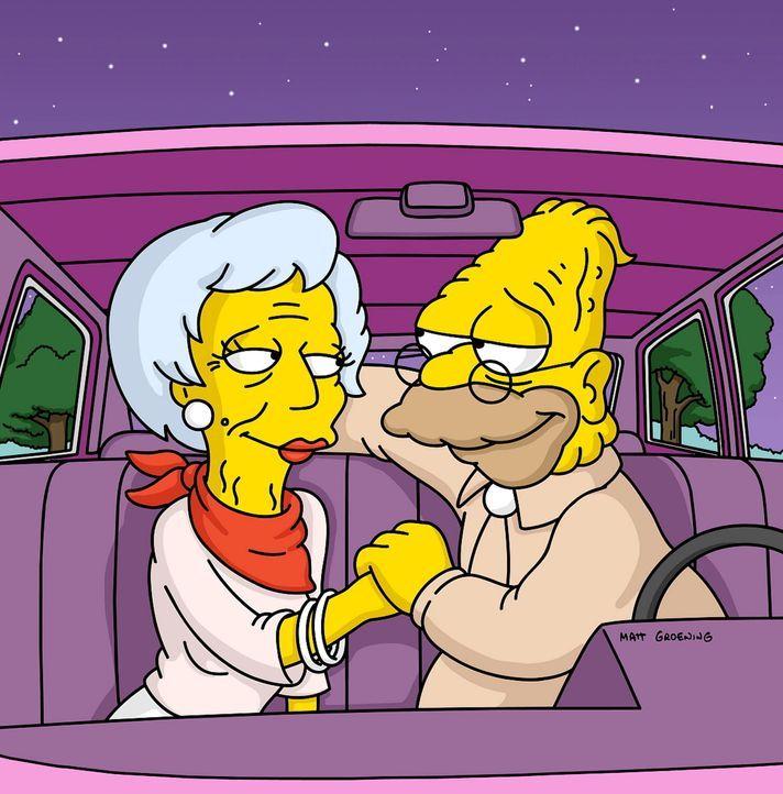 Grandpa (r.) verliebt sich in seine Nachbarin Zelda (l.), die aber nur mit ihm ausgeht, weil er ein Auto hat ... - Bildquelle: und TM Twenthieth Century Fox Film Corporation - Alle Rechte vorbehalten