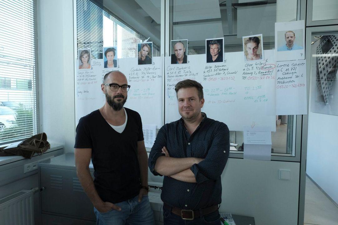 """Die berühmten Krimi-Autoren Volker Klüpfel (l.) und Michael Kobr (r.) schreiben den """"Perfekten Mord"""". Doch kann ein echter Ermittler diesen innerhal... - Bildquelle: Raymond Roemke SAT.1"""