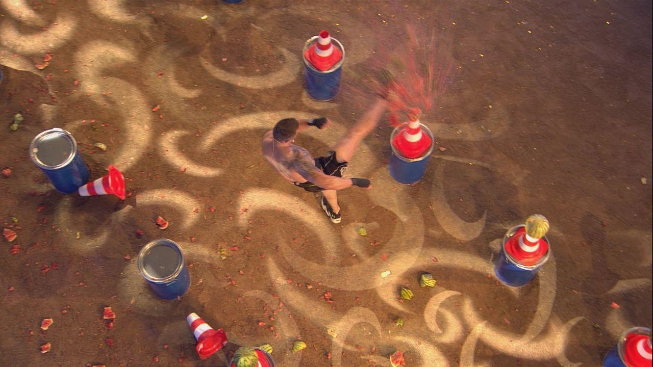 Kickboxweltmeister Michael Smolik beim Duell in Aktion - Bildquelle: SAT.1