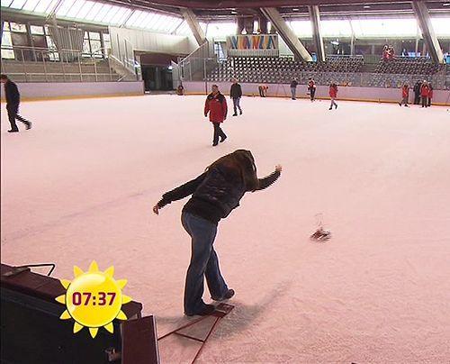 fruehstuecksfernsehen-simone-panteleit-eisstock-008 - Bildquelle: Sat.1