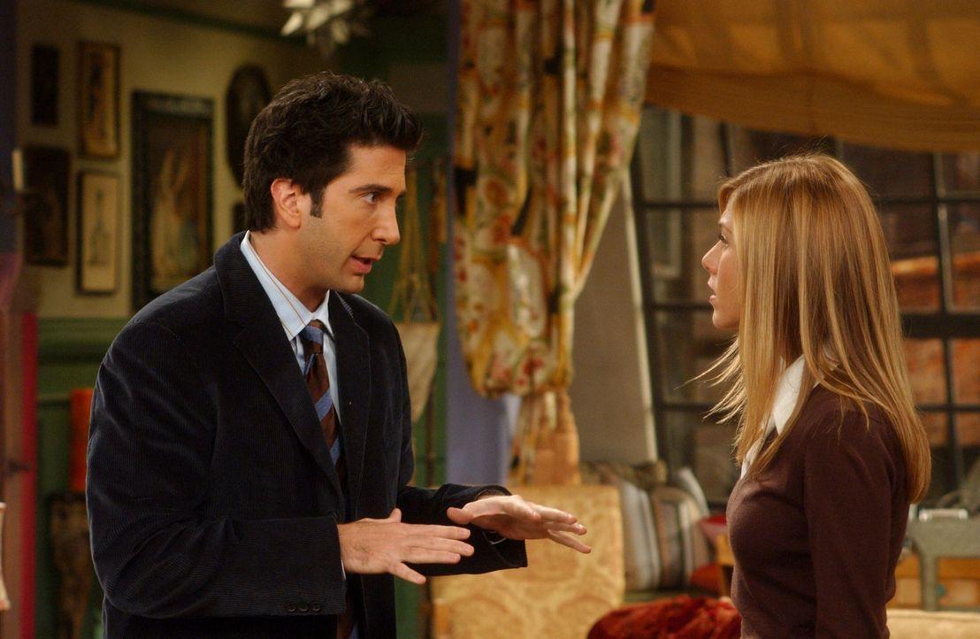 Gegen Ross' (David Schwimmer, l.) Willen bittet Rachel (Jennifer Aniston, r.) ihre Schwester Amy, auf Emma aufzupassen ... - Bildquelle: 2003 Warner Brothers International Television