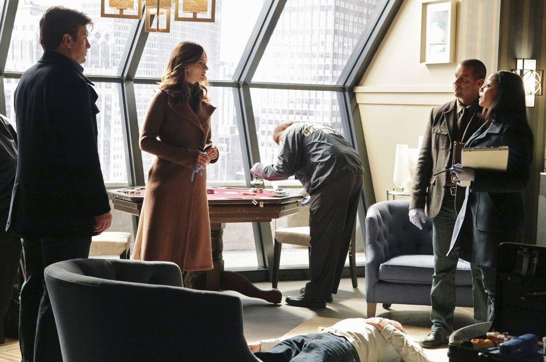 Arbeiten gemeinsam an einem neuen Fall: Richard Castle (Nathan Fillion, l.), Kate Beckett (Stana Katic, 2.v.l.), Javier Esposito (Jon Huertas, 2.v.r... - Bildquelle: ABC Studios