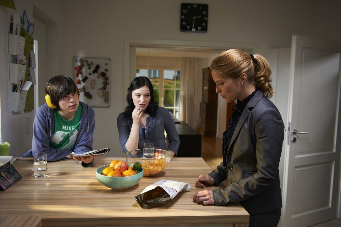 Marie (Valerie Niehaus, r.) ist Mutter und Hausfrau - bis zum tragischen Unfalltod ihres Mannes: Nun muss sie allein für zwei pubertäre Kinder (Ga... - Bildquelle: SAT.1