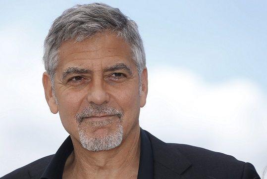 Das ist nämlich kein geringerer als George Clooney! Der US-amerikanische Sch... - Bildquelle: dpa: Julien Warnand