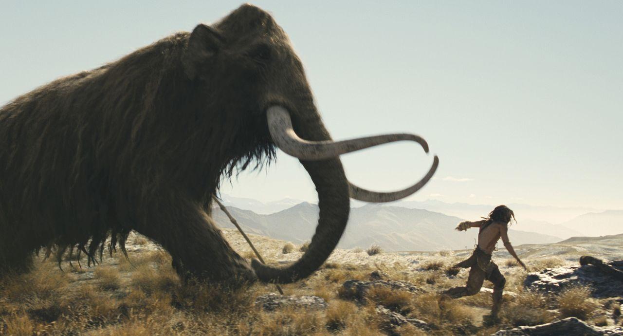 Ein gefährliches Unterfangen: D'Leh (Steven Strait) muss den Mammutbullen töten, um das Herz seiner Angebeteten zu erobern ... - Bildquelle: Warner Brothers