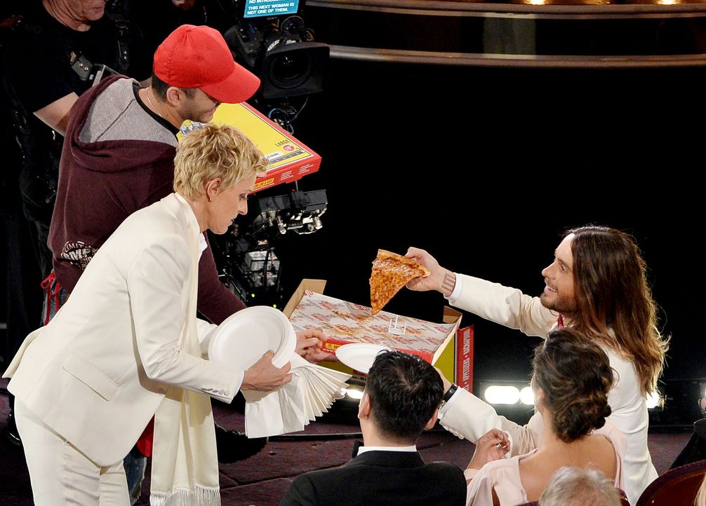 oscars-pizza-Ellen-DeGeneres-Jared-Leto-140302-getty-AFP - Bildquelle: getty-AFP