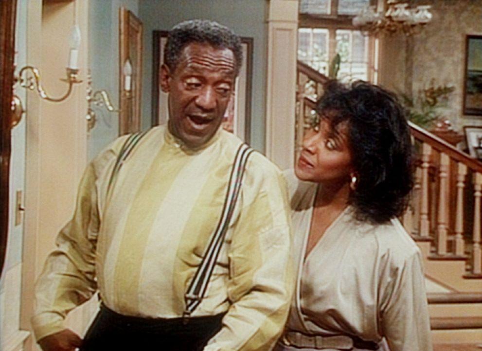 Cliff (Bill Cosby, l.) möchte wissen, ob er immer noch genug Ausstrahlung hat, dass Clair (Phylicia Rashad, r.) ihn, gesetzt den Fall, sie würden... - Bildquelle: Viacom