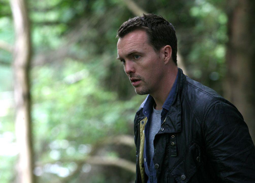 Matt (Ciaran McMenamin) wird mit Abby und Connor zu einer ungewöhnlichen - weil instabilen - Anomalie geschickt. Doch unterwegs trennt er sich von... - Bildquelle: ITV Plc