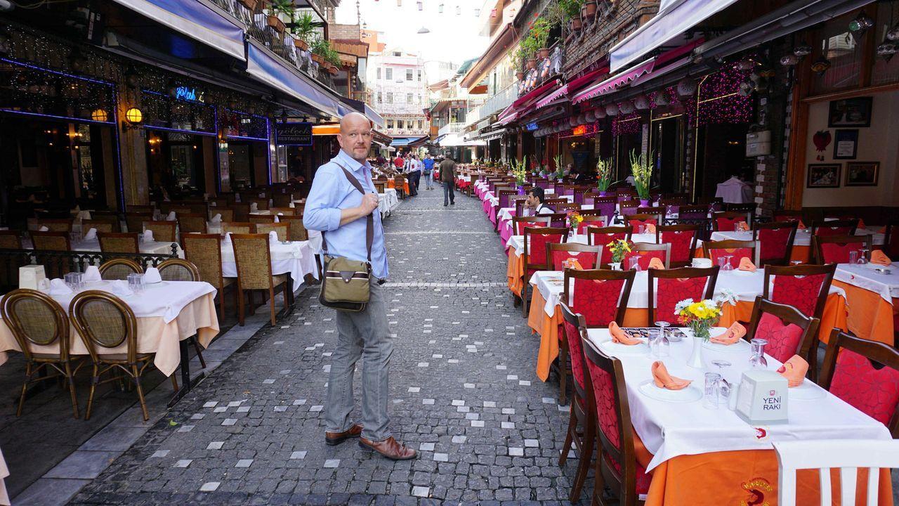 """Für """"Achtung Abzocke - Urlaubsbetrügern auf der Spur"""" ist Peter Giesel (Bild) in Spanien, der Türkei, Thailand und Brasilien unterwegs ... - Bildquelle: kabel eins"""