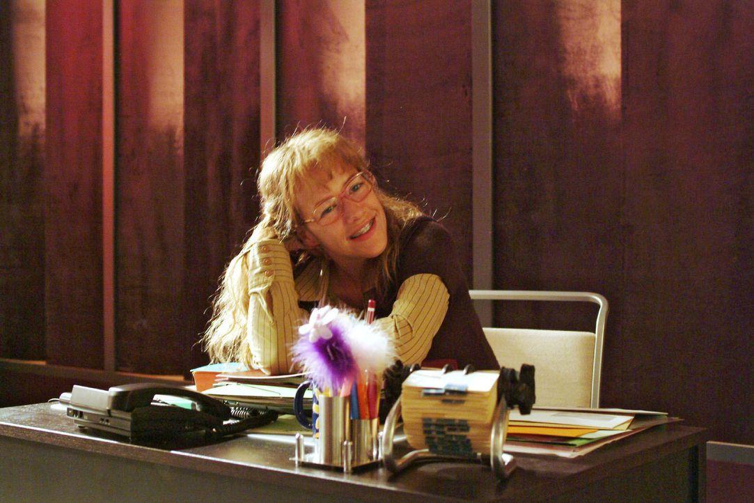 Nachdem David Lisa (Alexandra Neldel) gelobt und ihr die Auswahl seiner Kleidung für das anstehende Fotoshooting anvertraut hat, träumt sie verliebt... - Bildquelle: Monika Schürle Sat.1