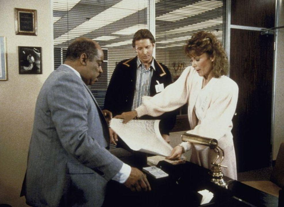 Amanda (Kate Jackson, r.) erhält vom Geheimdienst einen Gehaltsscheck über 100 000 Dollar, eigentlich das fürstliche Gehalt für einen gefürchteten K...