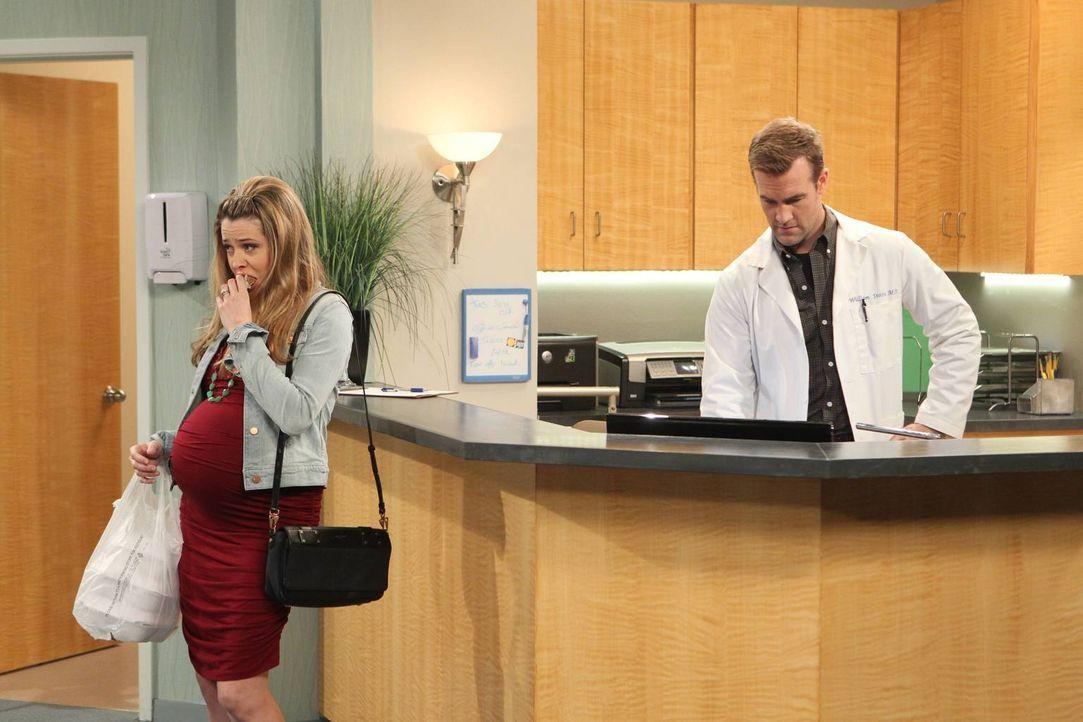 Als Andi (Majandra Delfino, l.) von Will (James Van Der Beek, r.) erfährt, dass Bobby einige berühmte und besonders hübsche Patientinnen hat, hat si... - Bildquelle: 2013 CBS Broadcasting, Inc. All Rights Reserved.
