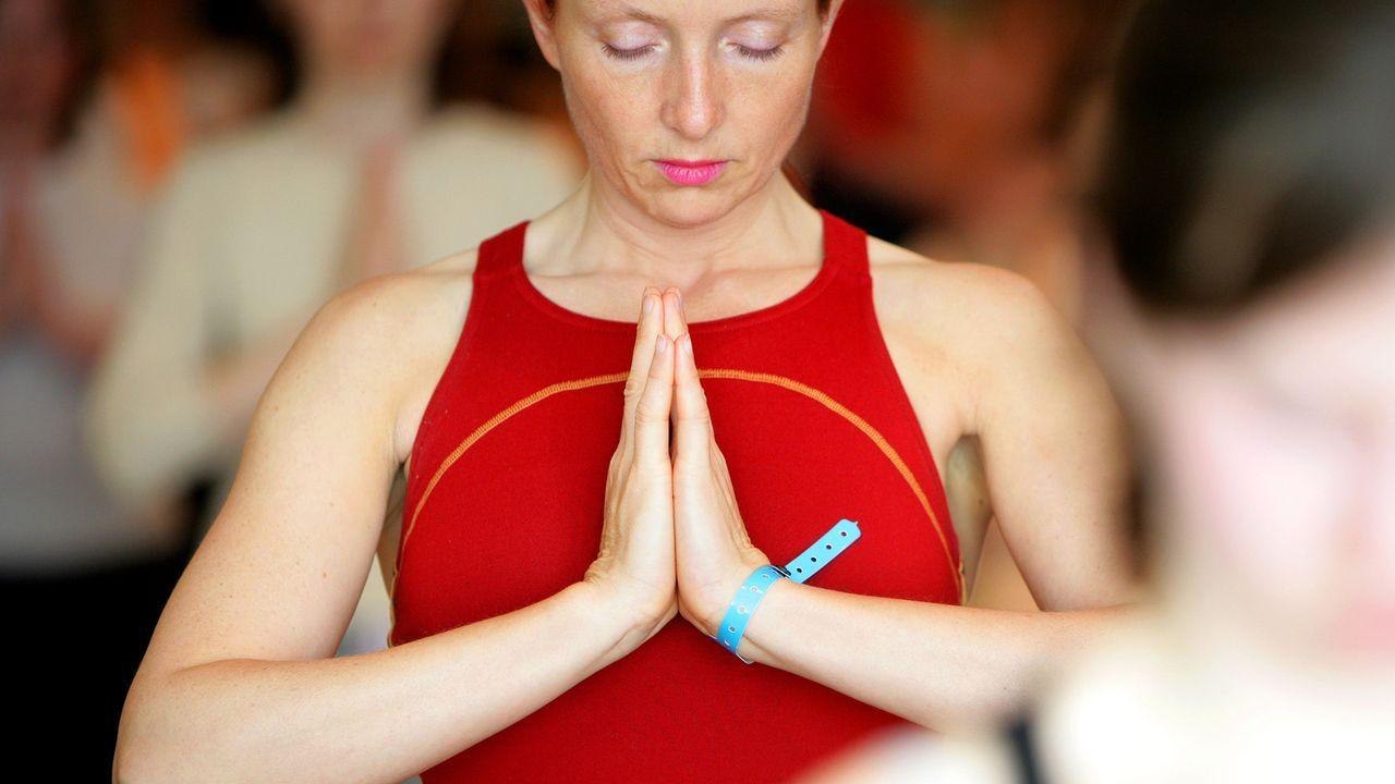 vorsaetze-neues-Jahr-entspannen-yoga-05-04-02-dpa