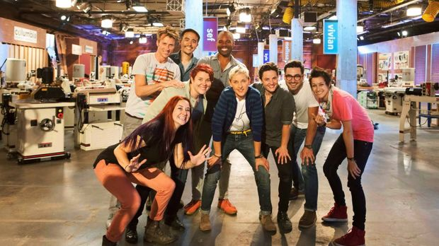 Ellen DeGeneres (4.v.r.) schickt die Designer (v.l.n.r.) Sef Pinney, Miles En...