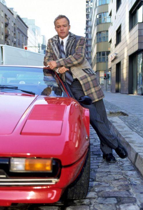 Ben Raabe (Matthias Koeberlin) ist 28 Jahre alt, leitender Manager im väterlichen Unternehmen, fährt einen Ferrari, trägt Rolex und liebt die Ero... - Bildquelle: Sat.1/Degraa