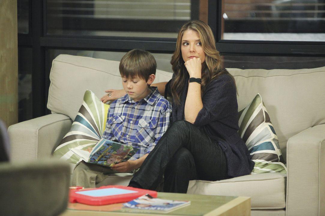 Cooper ahnt nicht, dass sich sein Leben durch Mason (Griffin Gluck, l.) und Erica Warner (A.J. Langer, r.) völlig verändern wird ... - Bildquelle: ABC Studios