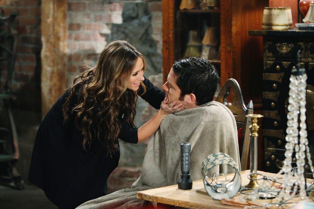 Melinda (Jennifer Love Hewitt, l.) kann es einfach nicht glauben, dass Jim (David Conrad, r.) wieder ganz der alte ist ... - Bildquelle: ABC Studios