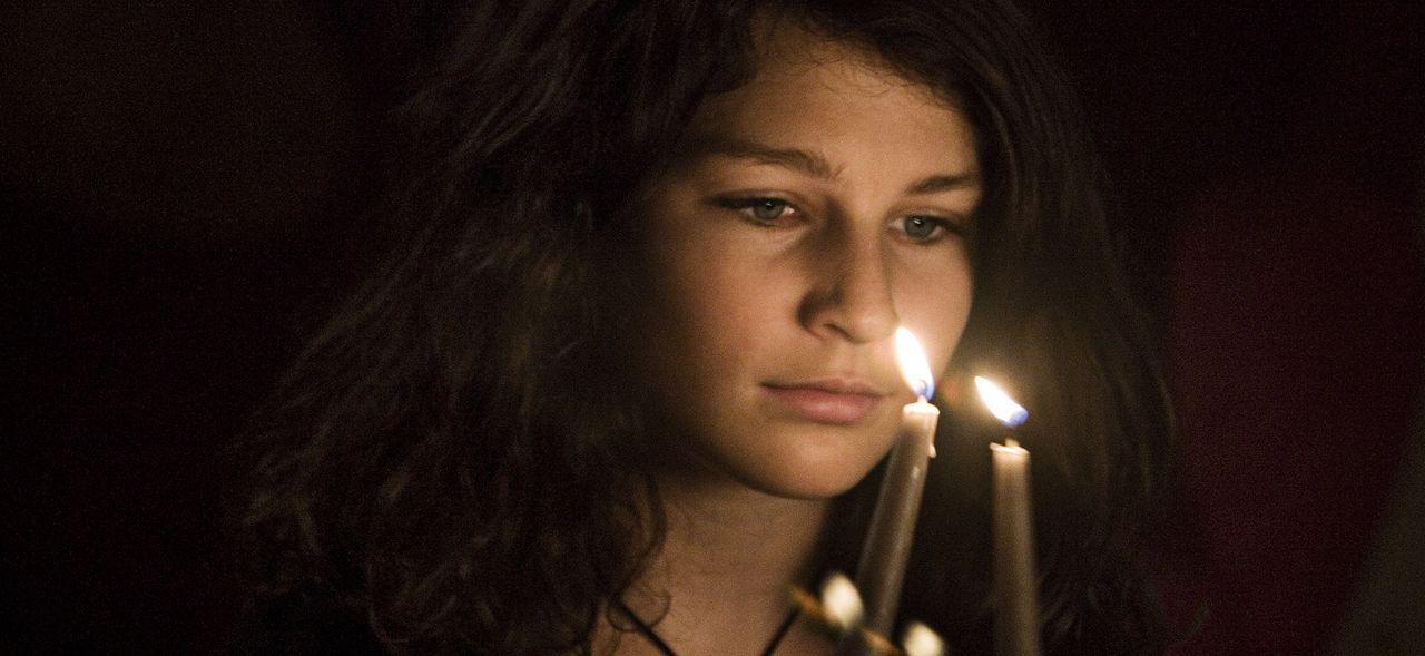 Die kleine Lulu (Sara Langebæk Gaarmann) liest mit Begeisterung Sagen über Geister und Dämonen. Sie wünscht sich nichts sehnlicher, als auch einmal...