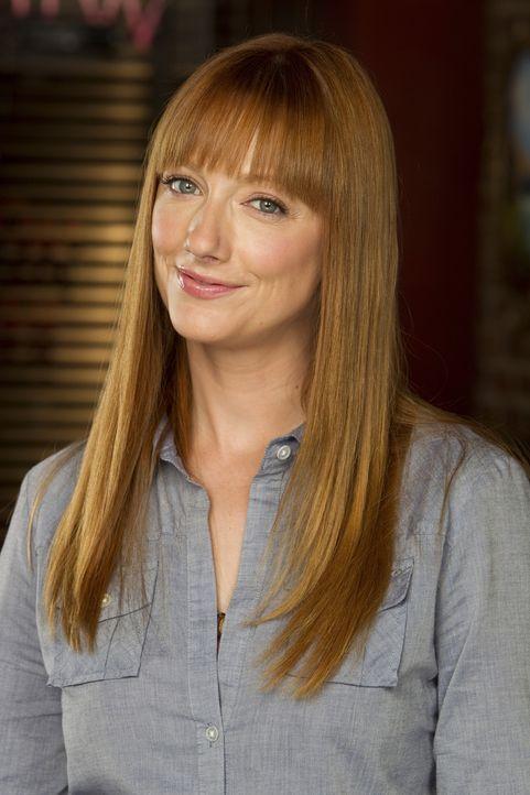 (1. Staffel) - Connie (Judy Green) ist Kates Mitbewohnerin, arbeitetet als Nanny und findet Larry unangenehm - glaubt sie zumindest. Denn eigentlich... - Bildquelle: CPT Holdings, Inc. All Rights Reserved.