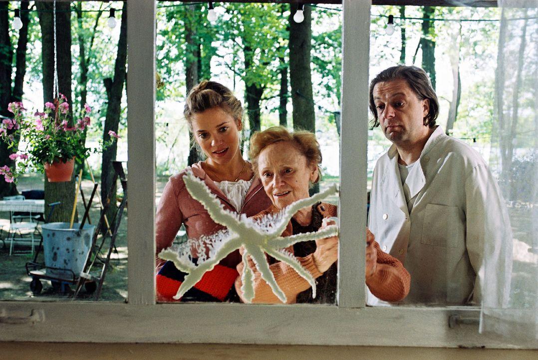 Nina Kowalski (Muriel Baumeister, l.) will unbedingt das Ausflugslokal, das sich seit Generationen schon im Familienbesitz befindet, retten. Gemeins... - Bildquelle: Noreen Flynn Sat.1