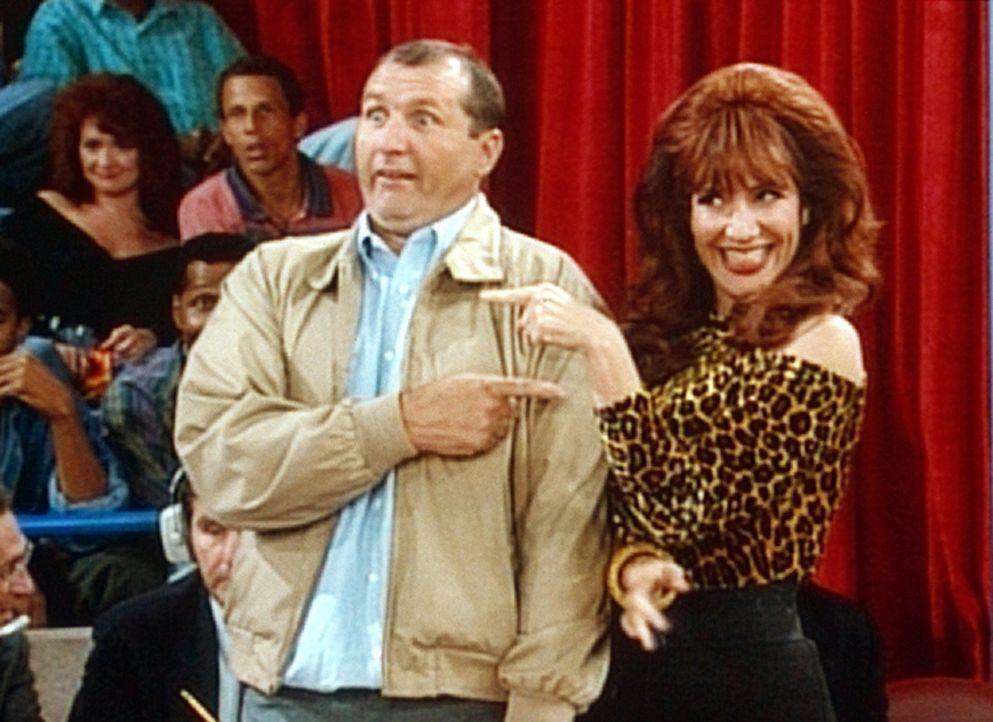 Al (Ed O'Neill, l.) und Peggy (Katey Sagal, r.) haben die Chance, 10.000 Dollar zu gewinnen ... - Bildquelle: Columbia Pictures