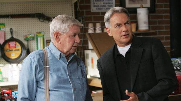 Bei den  Ermittlungen in seiner Heimat trifft Gibbs (Mark Harmon, r.) auf sei...